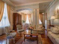 Резиденция, гостиная.