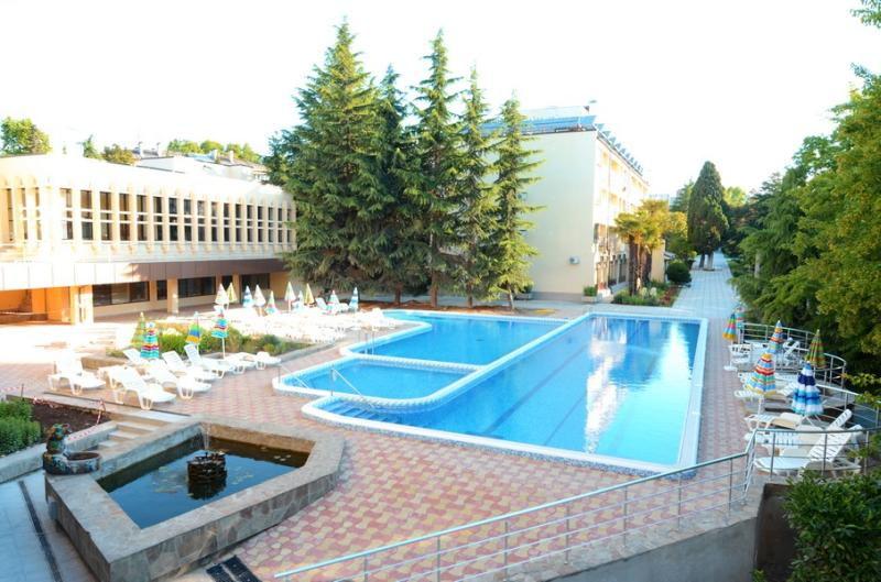 Открытый бассейн. Санаторий «Голден»