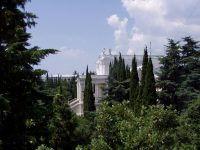 Санаторий «Родина» Ялта. Корпус 1 в зелени парка.