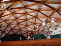 Крытый теннисный корт.