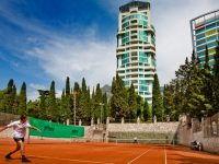 Теннисный корт.