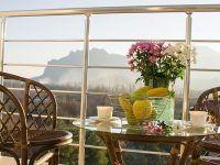 на балконе номера с видом на горы