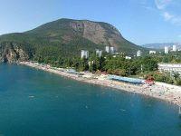 Вид на пляж санатория Крым и гору Аю Даг